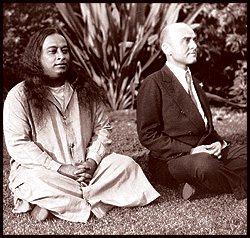 Yogananda in meditazione con Rajarsi Janakananda