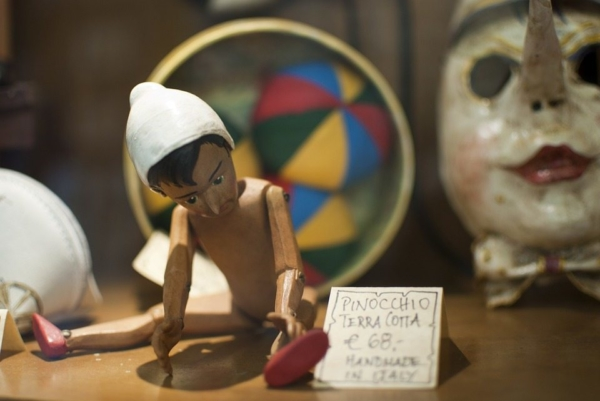 Pinocchio gioca
