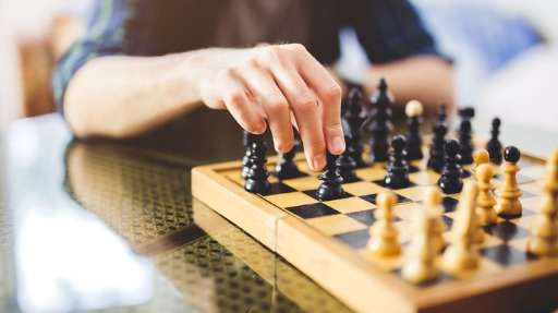 giocare a scacchi oggi